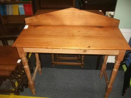 Pine Side Table - 021-1331 (1 of 2)