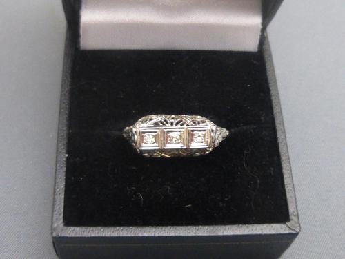 18ct White Gold & Diamond Ring (1 of 6)