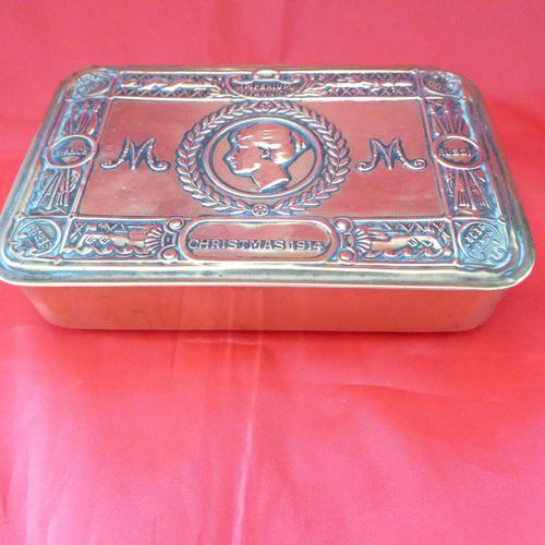 WW1 Princes Mary Gift Tin with Some Contents (1 of 3)