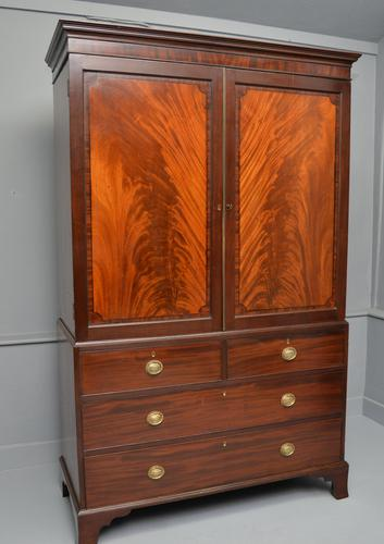 Georgian Flame Mahogany Linen Press / Wardrobe (1 of 13)