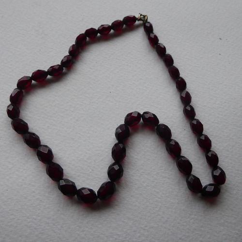 Cherry Red Bakelite Bead Necklace (1 of 7)