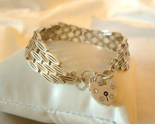 "Vintage Sterling Silver Gate Bracelet 1975 Chunky Heart Padlock 7 1/2"" Length 35 Grams (1 of 10)"