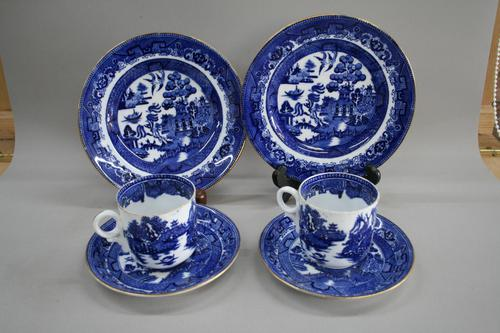 A Pair of Blue and White Willow Pattern Design Porcelain (1 of 8)
