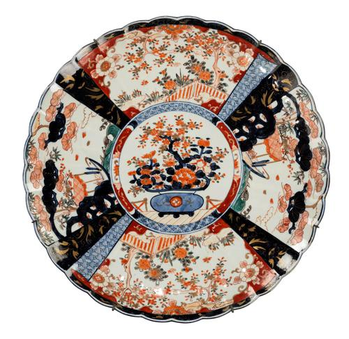 Mid 19th Century Imari Charger with Lobe Edge Decoration (1 of 4)
