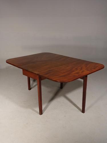 Shaped George III Period Mahogany Drop-leaf Table (1 of 7)
