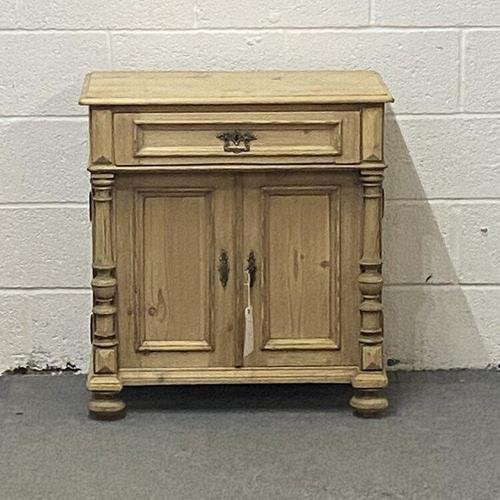 Attractive Old Pine Cupboard (1 of 4)