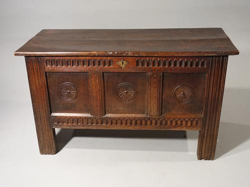 Well Patinated Early 18th Century Oak Kist (1 of 5)