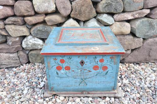 Swedish 'folk art' original blue paint box from hälsingland region, 1847. (1 of 26)