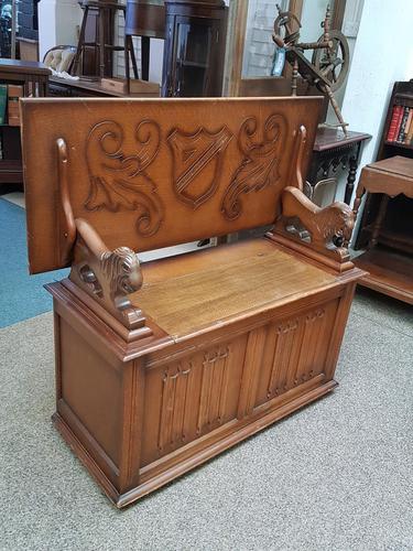 Oak Lion Arm Bench (1 of 6)
