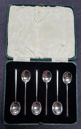 Cased Set of 6 Sterling Silver Coffee Spoons - 1932 (1 of 3)