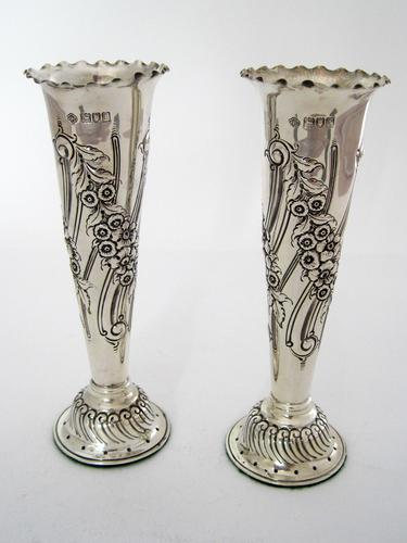 Good Quality Pair of Edwardian Silver Flower Vases with a Crimped Border (1 of 5)