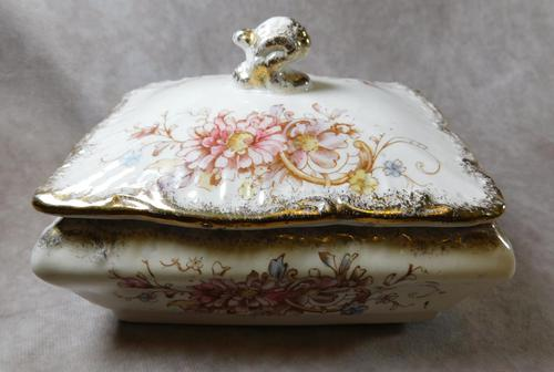 """19th Century S. Fielding & Co """"Sevres"""" Pattern Lidded Dish (1 of 5)"""
