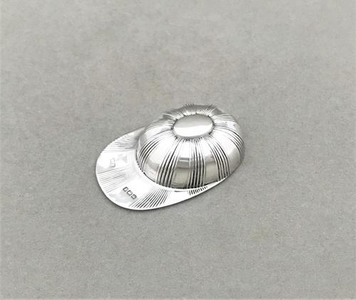Novelty Edwardian silver jockey cap silver caddy spoon (1 of 5)