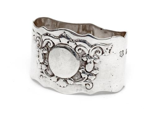 Edwardian Oval Silver Napkin Ring Embossed with Scrolls and Flowers (1 of 4)