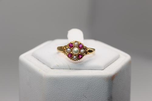 18ct Victorian Ruby & Pearl Gold Ring, size O, weighing 2g (1 of 5)