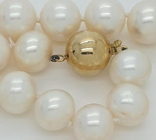 South Sea Pearls with Gold Ball Clasp (1 of 5)