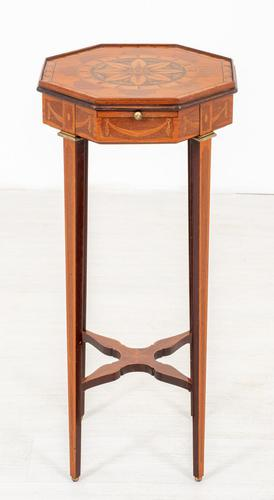 Quality Mahogany Inlaid Urn Stand (1 of 10)