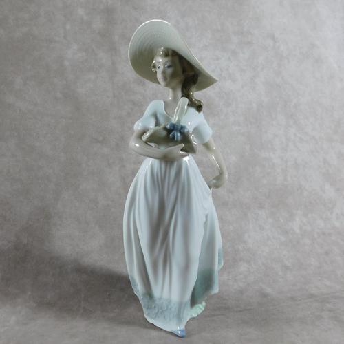 """Flores De Primavera""/""Spring Flowers"" Hand Modelled Porcelain Figure by Nao (1 of 7)"
