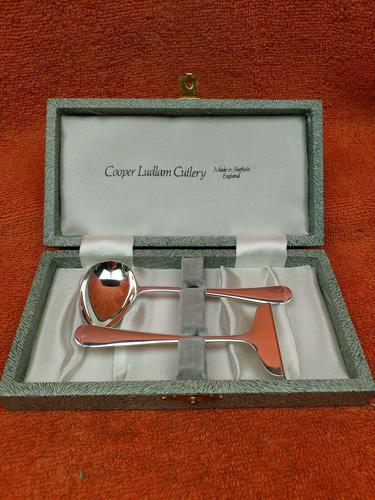 Antique Sterling Silver Hallmarked Cased Pusher & Spoon 1947 James Dixon & Sons Ltd  Sheffield (1 of 9)