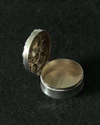 Late Victorian Silver Repousse Top Silver Pill Box (1 of 6)