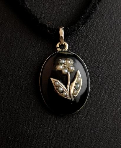 Victorian mourning locket pendant, 15ct gold, pearl (1 of 13)
