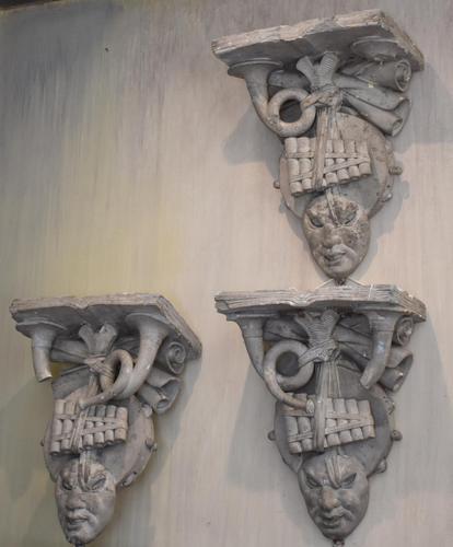 Set of Three Georgian Plaster Wall Brackets (1 of 13)