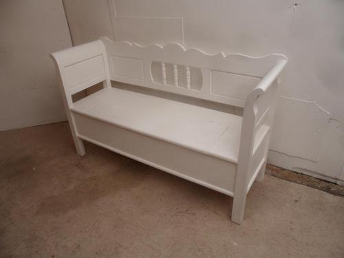 A Lovely Painted White 2/3 Seater Antique/Old Pine Hall/Kitchen Box/Settle/Bench (1 of 9)