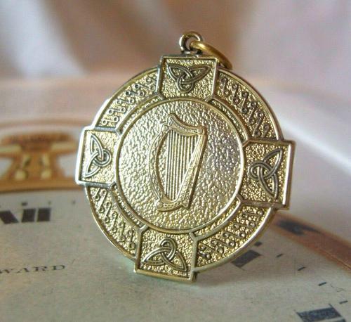 Vintage Pocket Watch Chain Fob 1940s Large Golden Gilt Irish Harp Shield Fob Nos (1 of 8)