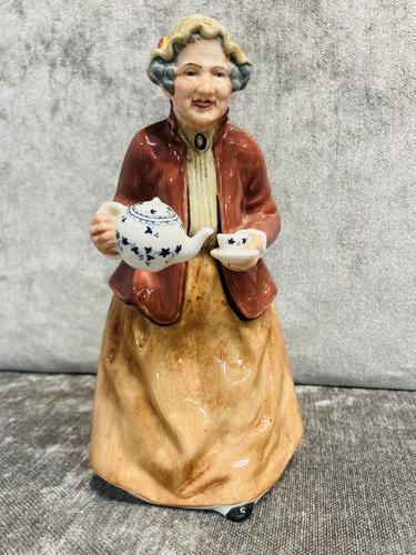 Tea Time Figurine (1 of 9)