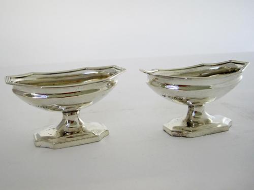 Pair of Elegant Good Quality Georgian Style Silver Salts (1 of 6)