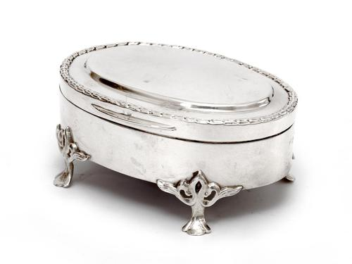 Oval Edwardian Silver Jewellery Box with a Hinged Plain Lid & Wreath Style Border (1 of 5)