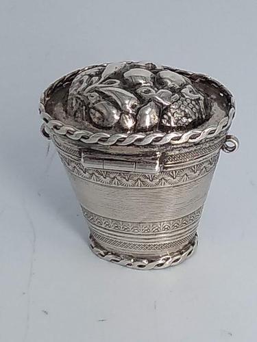 Dutch Silver Pail Peppermint Bon Bon (1 of 7)