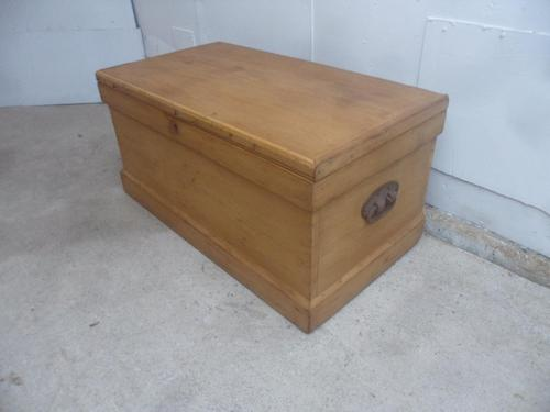 Quality Waxed Victorian Antique Pine Coffer Box / Coffee Table / TV Stand (1 of 8)