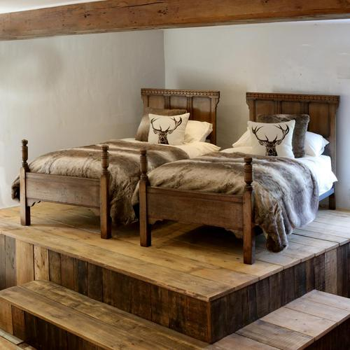 Country Style Matching Pair of Twin Single Oak Beds (1 of 9)