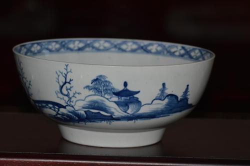 18th Century Worcester Blue & White 'Precipice' Pattern Bowl (1 of 8)