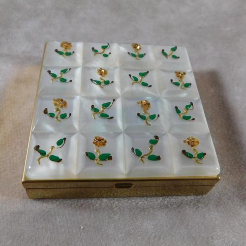 Volupte Mother of Pearl Powder Compact (1 of 8)
