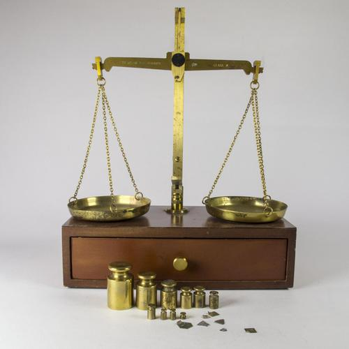 Vintage Portable Apothecary / Gold Buyers Scales (1 of 6)