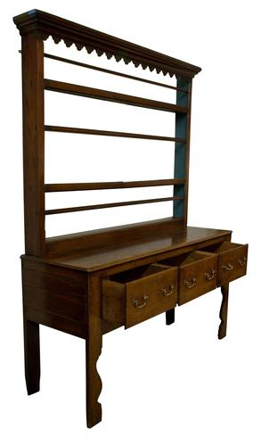 A beautiful 18th Century Oak Dresser. (1 of 8)