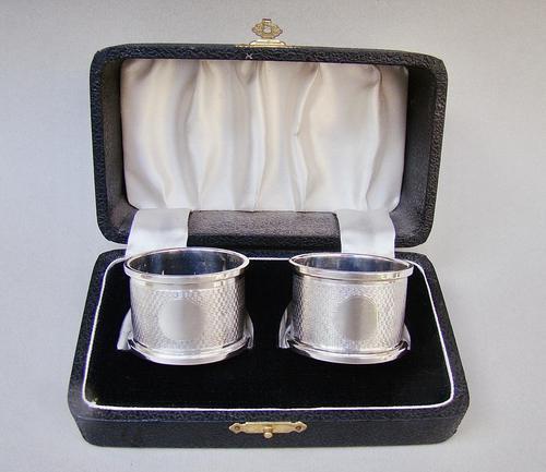 Cased Pair of Art Deco Engine Turned Silver Napkin Rings William H. Haseler, Birmingham 1926 (1 of 8)