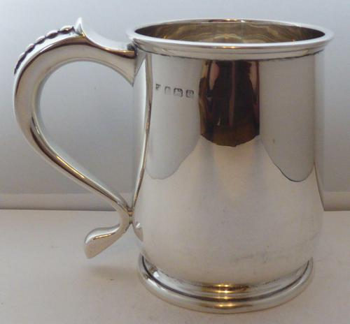 1939 1 Pint Tankard Hallmarked Solid Silver Christening Mug William Neale (1 of 8)