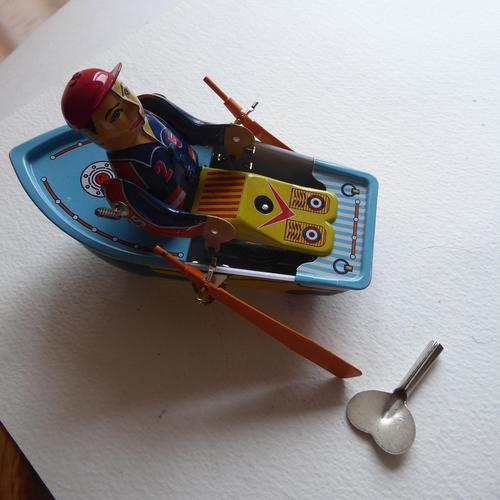 Vintage Tin Plate Wind Up  Boat (1 of 10)