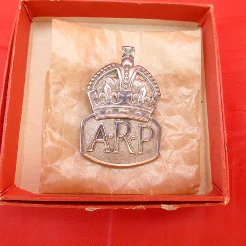 WW2 Arp Silver Hallmarked Lapel Badge (1 of 4)