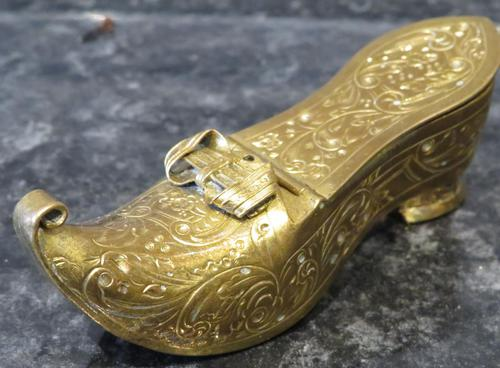 Late Victorian Engraved Gilt Snuff Shoe Snuff Box (1 of 8)