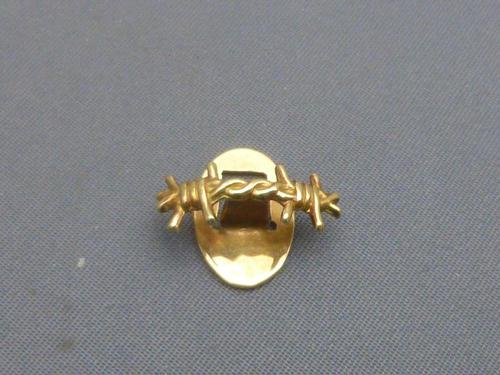 French 18ct gold Ex-prisoner of war Lapel badge (1 of 5)