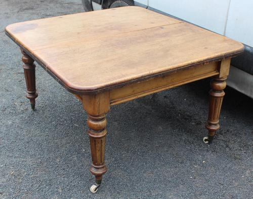 1900's Country Pine Pull out Table with One Leaf (1 of 5)