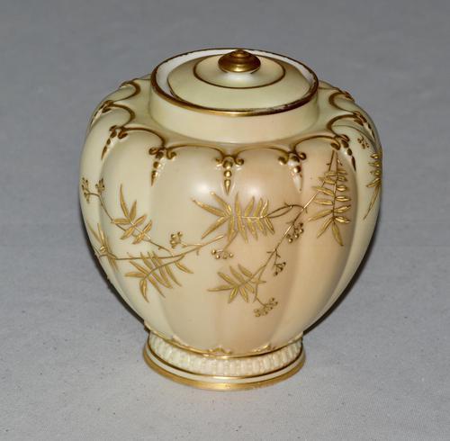 Superb Worcester Royal Porcelain Co. Blush Ivory Lidded Vase 1890 (1 of 9)