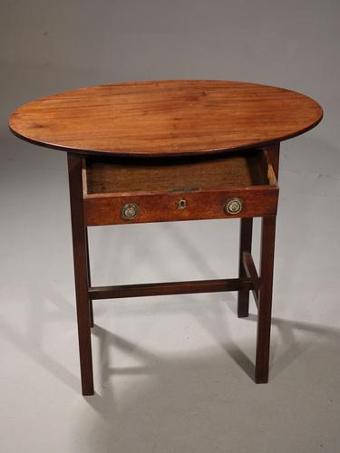 Attractive George III Period Occasional Table (1 of 3)