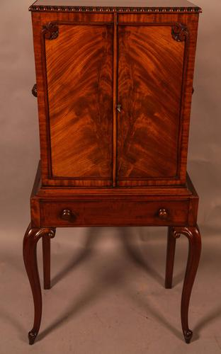Quality Cabinet on Stand Chippendale Style (1 of 9)