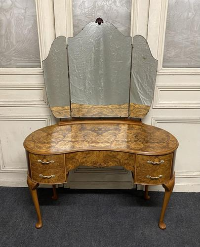 Queen Anne Burr Walnut Kidney Dressing Table (1 of 17)