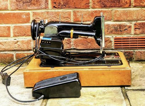 Vintage PFFAF 30 Sewing Machine with Carry Case & Original Instructions (1 of 7)